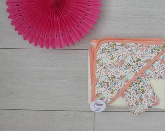 Hooded towel, perfect for the arrival of bebe_ sponge bamboo ecru and fabric liberty coral