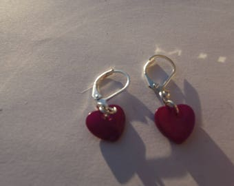 Small earrings in silver with sequin heart in fuchsia pink color shell.