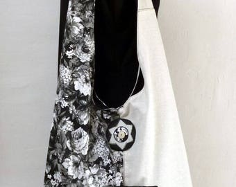 shoulder bag in black and white cotton with a zipper pouch