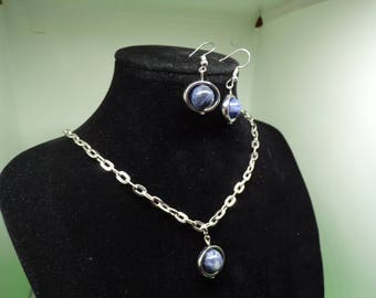 Made of a necklace and earrings set