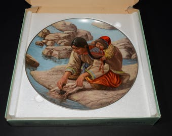 People of the Midnight Sun series, Nori Peter artist, collectible plate, Anana with little Nutak, Kaiser Porcelain, native people, 1980s