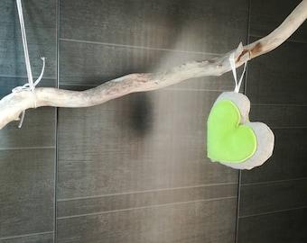 Suspension : Cœur en lin et polaire vert