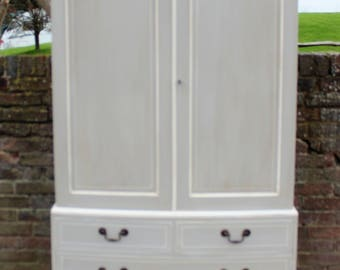 Bow Fronted Linen Press