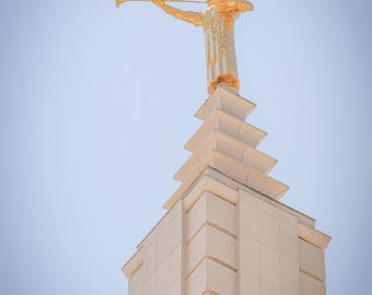 Angel Moroni atop Los Angeles, CA LDS Temple