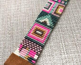 Pink and Green Miyuki Bracelet with suede ending / Beaded Bracelet / Miyuki Beads / Miyuki Bead Bracelet / Boho Style / Miyuki Delica