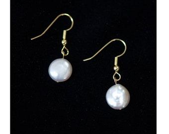 Simple disk pearl earrings
