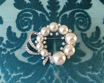 Wreath Brooch.Rhinestone Pearl Brooch.Bridal Brooch.wedding dress Brooch.Pearl Wreath Brooch.Circle Brooch.Wreath Broach.Rhinestone broach