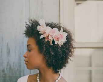 Upcycled vintage necklace, Flower pendant choker, White beaded necklace, Unique bridal necklace, Botanical wedding, Gift for her