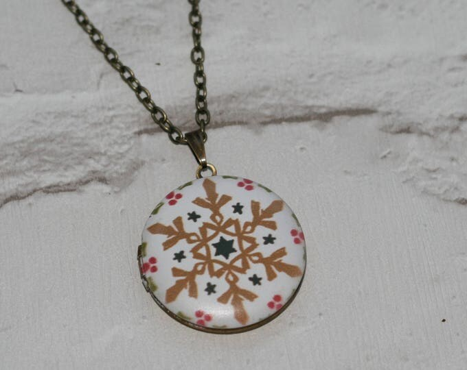 Snowflake Locket Necklace, Christmas Necklace, Woodland Jewelry, Christmas Locket