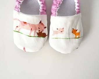 Kitties Baby Moccs / Baby Shoes / Baby Moccasins / Childrens Indoor Shoes / Vegan Moccs / Organic Moccs / Organic Baby Shoes /Vegan Moccasin