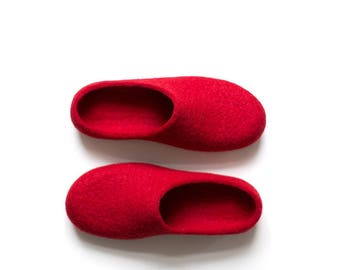 Red slippers - Women felted slippers in deep red color - Christmas house shoes - Eco friendly wool home shoes with black soles Gift for her