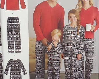 Simplicity D0585 - Easy Sew Family Pajamas - Christmas Pajamas - Mom, Dad, Men, Women, Boys, Girls, Kids, Teens - All Sizes - UNCUT