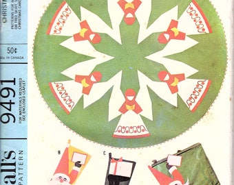 Vintage 1960s Christmas Decorations Pattern McCalls 9491 Tablecloth, Stockings