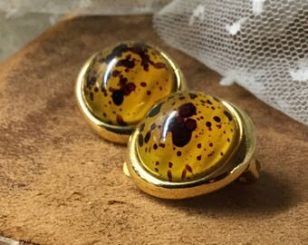 Richly Speckled Amber Hued Lucite Domed Button Gold Tone Earrings Unsigned Clip On 1960's 1970's Round Circular Flecked Hard Plastic