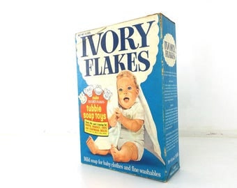 ivory flakes. soap box. laundry detergent. deadstock vintage. new in package. washing clothes. mild detergent. for babies. 1960s display box