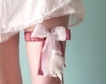 Dusty pink silk bridal garter, feathers - size small