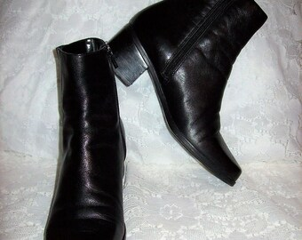 Vintage Ladies Black Leather Size Zip Ankle Boots by Madeline Stuart Size 7 Only 10 USD