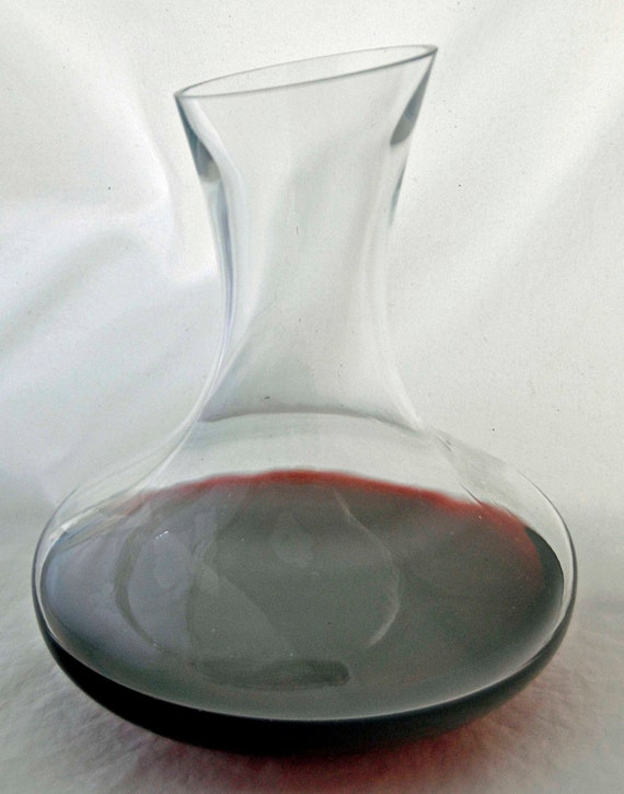 Vintage 64 oz Clear Blown GLASS WINE DECANTER Mid Century with Slanted Top Excellent Like New Condition