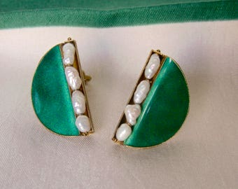 Vintage Gold Tone Green Enamel Clip On Earrings Half Circle Fresh Water Pearl Accent Old Clips 50s Jewelry