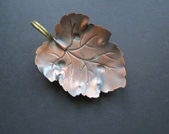 Copper Leaf Dish // Vintage Mid Century Modern Coppercraft Guild Metallic Jewelry Holder or Trinket Dish Leaf Shaped Tray with Looped Handle