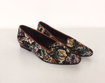 Lovely Floral Rose Needlepoint Embroidered Tapestry Slip On Smoking Flats Shoes // Women's size 7.5 7