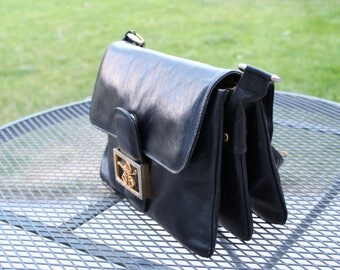80s equestrian handbag by Neusteters. Vintage shoulder bag. Messenger bag. Black leather bag. Equestrian buckle. Made in Italy.