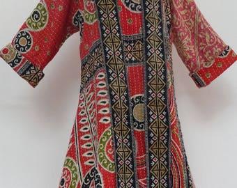 Robe mi longue rouge et noire,  en coton imprimé gaudri , col rond,  manches longues, réversible