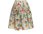 Geblümter Baumwollrock mit Falten, knielanger Sommerrock für Damen, floraler A Linie Rock mit Falten, Midirock halblang, beige, grün, rot