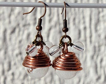 "Earrings with glass beads transparent wire-wrapped in a spiral of copper wire: ""Zébula"""