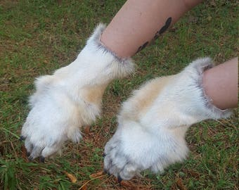 Real Canadian Timber Wolf Wearable Paw Handflowers