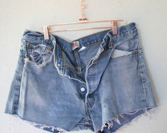 vintage 1980's distressed cut off levis 501 button fly  jean shorts 36 *