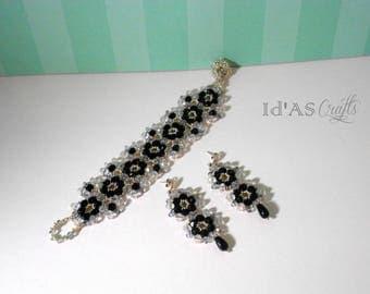 Black and white beaded flower set - Earrings and bracelet