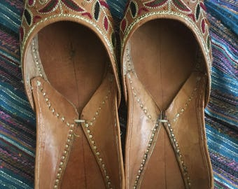 VINTAGE Hand Stitched Indian Shoes/Slippers