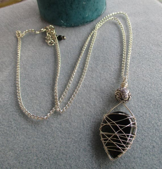 Black Onyx Teardrop Freestyle Wire Cage Necklace N125181