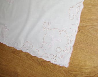 Polish Richelieu White & Pink Traycloth Table Runner Vintage Crochet Dresser Scarf cutwork embroidery Polish linen Wedding tabel decoration