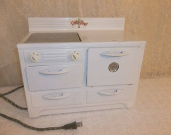 Working Collectible Vintage Little Chief Electric Oven Stove Tin Metal White Good Condition~Miniature Oven for Kids~Adorable