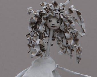 Recycled paper sculpture / Paper and wire art / Sculpture en papier mâché et fil de fer