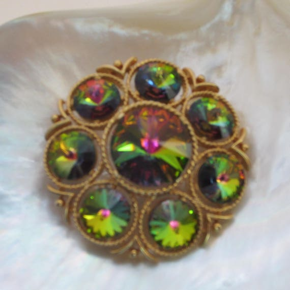 LISNER signed Raspberry, Blue, Green peacock color RIVOLI crystal domed Pin ~mesmerizing, vintage costume jewelry