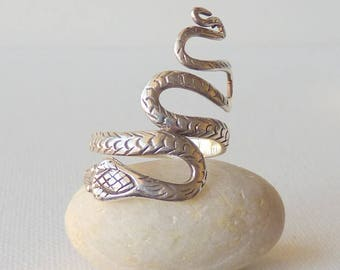 Sterling Silver Unique Cobra Snake Ring Vintage Sterling Snake Ring Silver 925, Modern Ring size 8 1/2, 70's  Boho Jewelry, Snake Jewelry