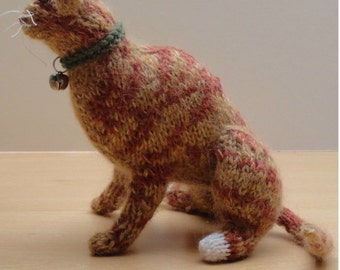 Knitted ginger cat - Small ginger tabby cat - Sitting marmalade cat - Ginger wool cat - Ginger wool ornament - Small knitted ginger cat