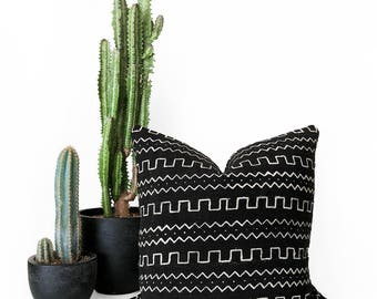 African Mudcloth Pillow, Mudcloth Pillowcover, Throw Pillow, Mudcloth Throw, Boho Decor, Lumbar Pillow, Tribal Pillow, Black Mudcloth, Linen