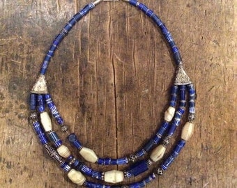 Chain of Lapis Lazuli, old agate, old glass and silver beads