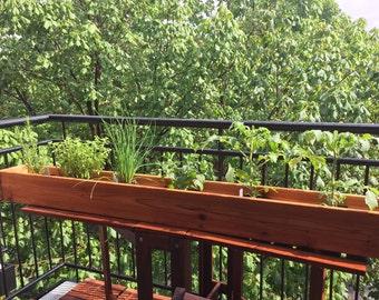 Cedar Green Planter