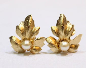 Vintage Gold Tone Peony Leaves Clip On Earrings, Costume Jewelry, Vintage Earrings, Faux Pearl Gold Earrings