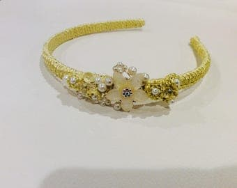 Cristal flower headband embellished with pearls