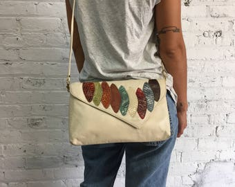cream crossbody bag with colorful snakeskin feathers / ivory leather clutch / minimalist purse