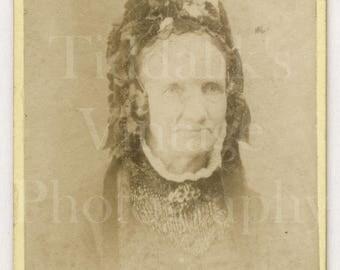 CDV Photo Victorian Old Woman, Bonnet Hat Portrait - Brown Barnes Bell of Liverpool London - Carte de Visite Antique Photograph