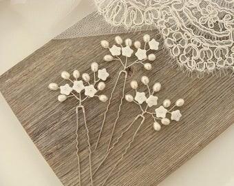 Baby's breath hair pins White flower hair pins Pearl bridal hair pins Wedding hair pins White wedding flowers Pearl bridal hair accessories