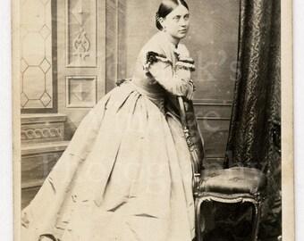 CDV Carte de Visite Photo Victorian Young Attractive Woman, Pretty Pale Hoop Dress, Hair Up Portrait - W B Barker Leamington - Antique Photo