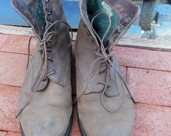 Brown leather work boots lace up ankle boots shoes / vintage 90s hiking camping sturdy flannel lined / Santana made in Canada / 9 9.5 10